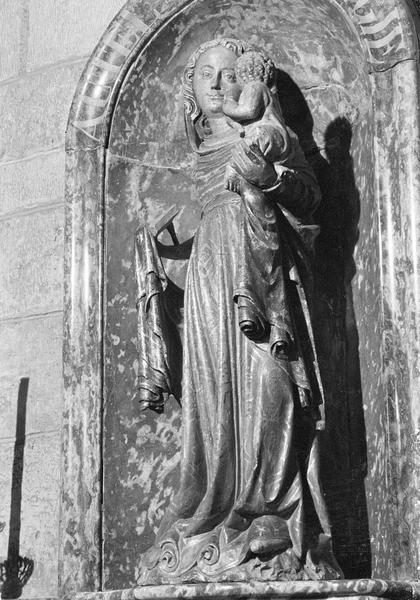 Statue : Vierge à l'Enfant, de trois quarts gauche
