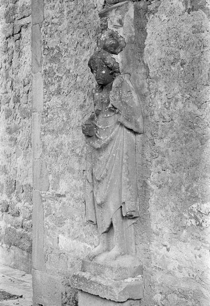 Bas-relief (mur sud) : saint Christophe, de trois quarts gauche