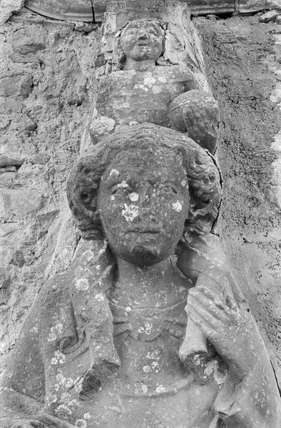 Bas-relief (mur sud) : saint Christophe, détail du buste de saint Christophe et de l'Enfant de face