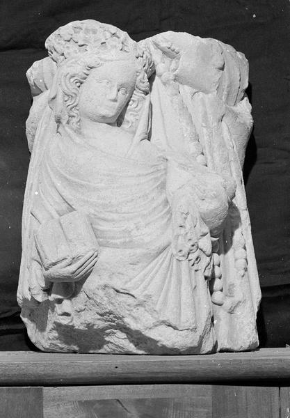 Groupe sculpté, fragment : Vierge à l'Enfant et sainte Anne, de face