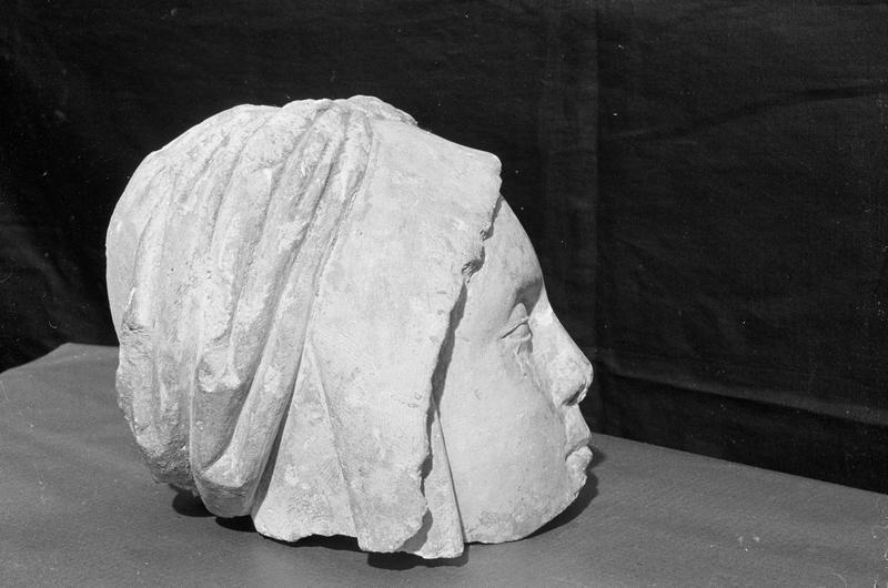 Statue, fragment : tête de sainte Marie-Madeleine, profil droit