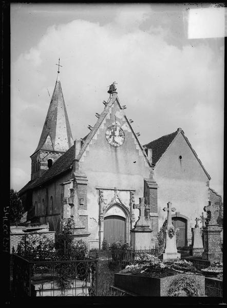Ensemble ouest et cimetière au premier plan