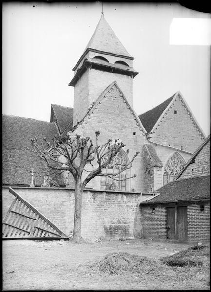 Façade sud, vue partielle avec clocher