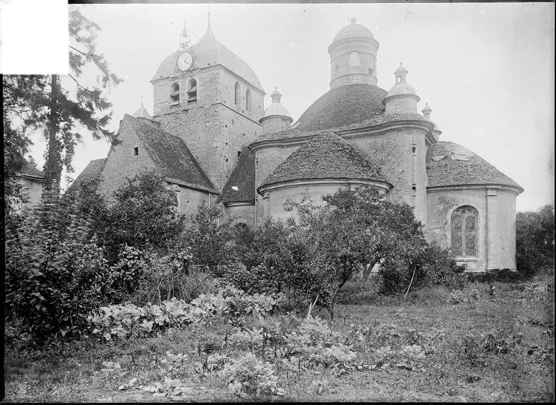 Ensemble sud avec clocher et abside surmontée d'une coupole flanquée de quatre tourelles