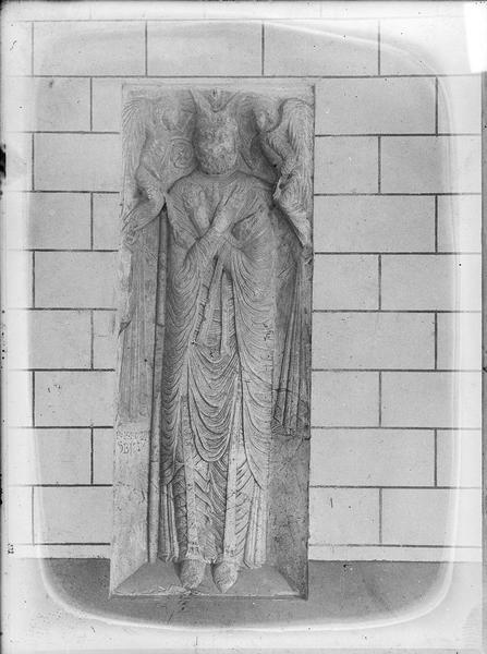 Intérieur : statue dans le cloître