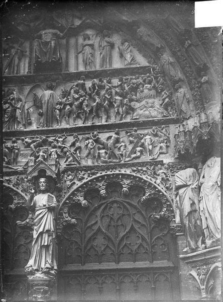 Détail du tympan du portail central de la façade ouest : le Jugement dernier