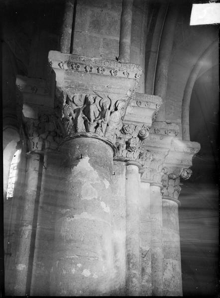 Intérieur : choeur, chapiteaux du pilier central sud