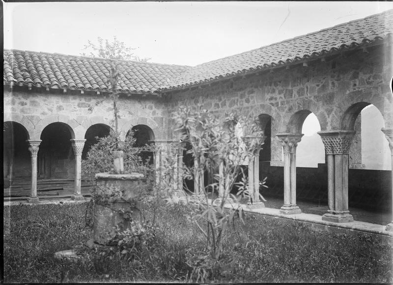 Galerie du cloître depuis le jardin