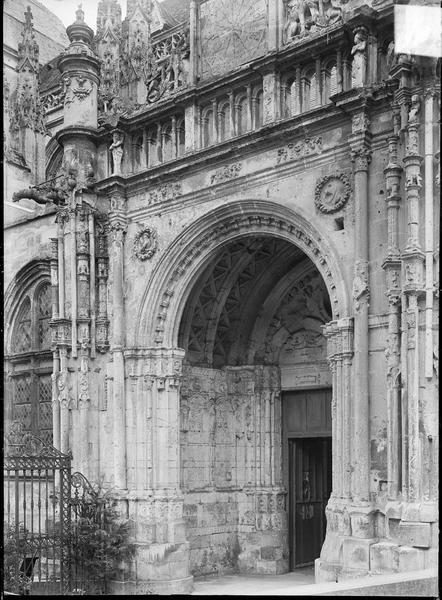 Porche d'entrée de la façade nord
