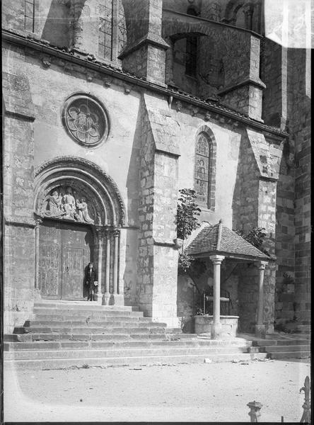 Façade sud avec portail et puits