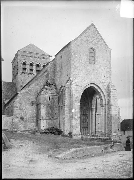 Porche de la façade ouest et clocher