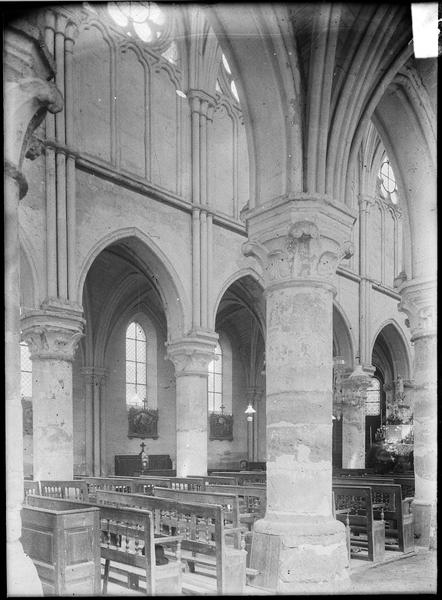 Intérieur : bas-côté sud vers la nef