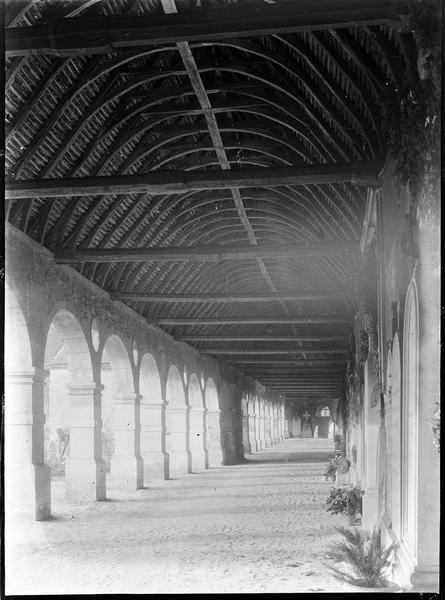 Intérieur : galerie est du cloître