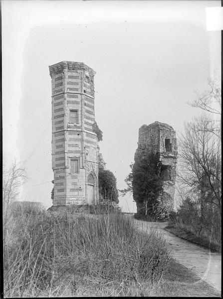 Ruines du donjon, appelé tour d'Anne-de-Bretagne