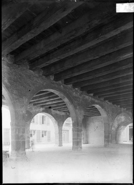 Rez-de-chaussée avec grandes arcades