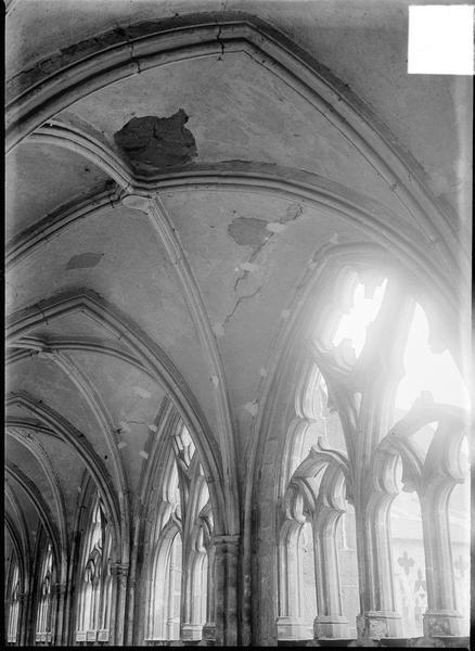 Intérieur : voûte d'ogives de la galerie du cloître, détail