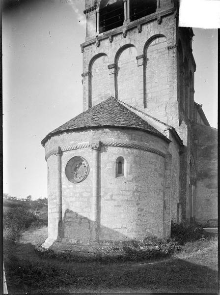 Abside et partie basse du clocher, côté nord-est