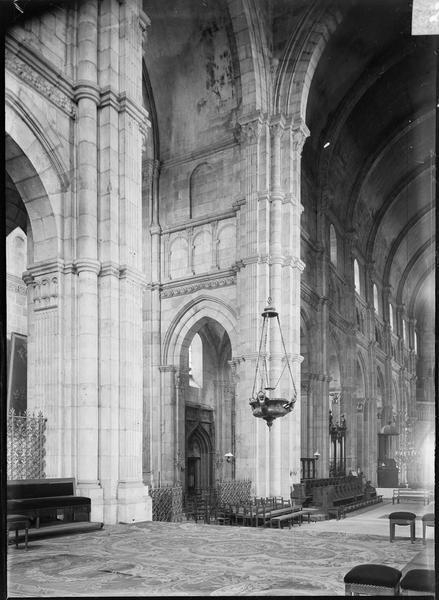 Intérieur : croisée du transept, depuis le choeur