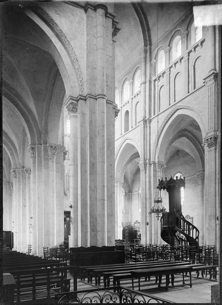 Intérieur : nef, depuis la croisée sud du transept