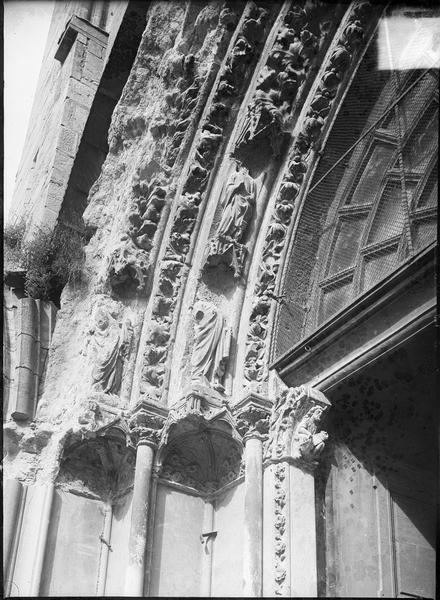 Détail des voussures du portail de la façade ouest