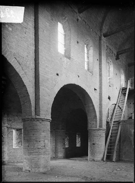 Intérieur : étage du narthex, dit chapelle Saint-Michel