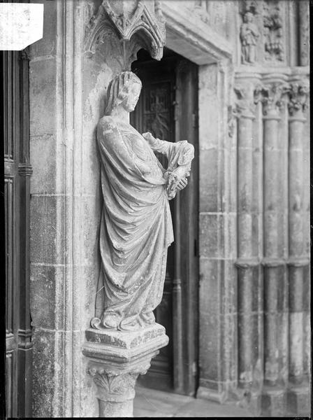 Portail Saint-Jean au sud : Vierge au trumeau