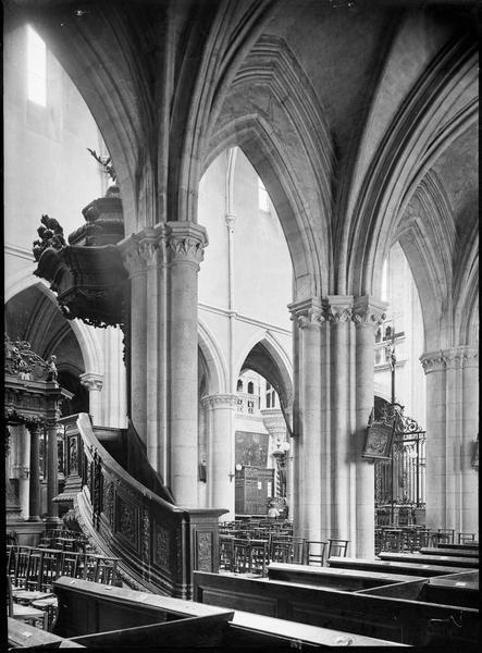 Intérieur : bas-côté nord, vers la nef