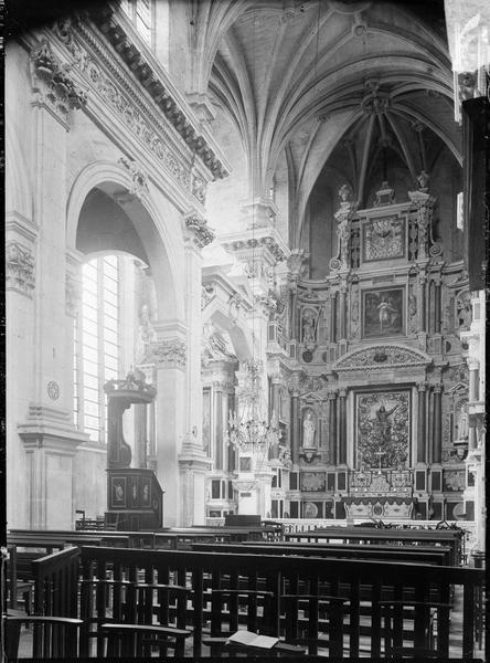Intérieur, chapelle : choeur avec grand retable et maître-autel