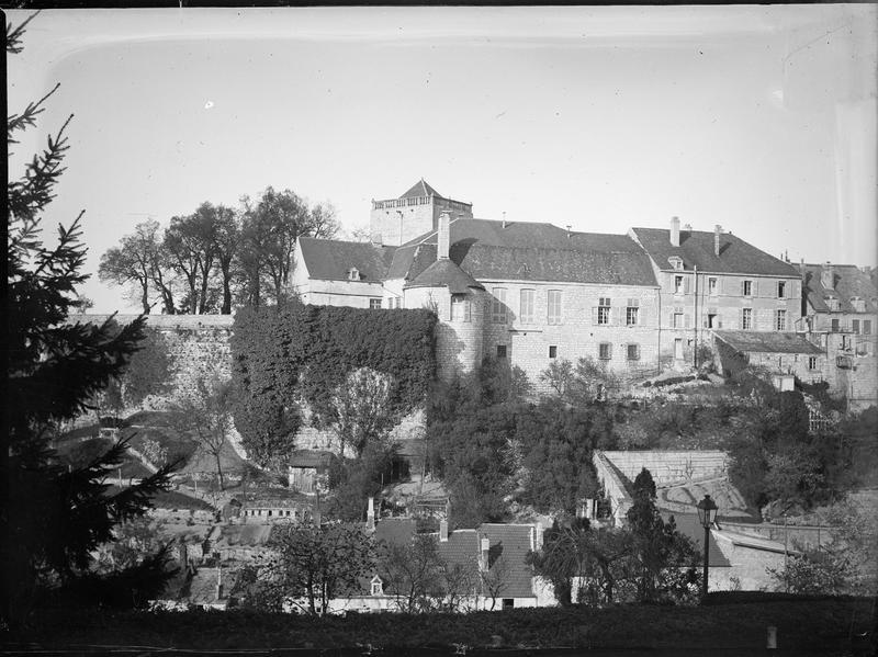 Vue générale avec faubourg des Tanneries au premier plan