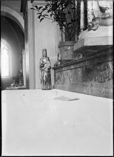 Intérieur : statue de la Vierge à l'Enfant