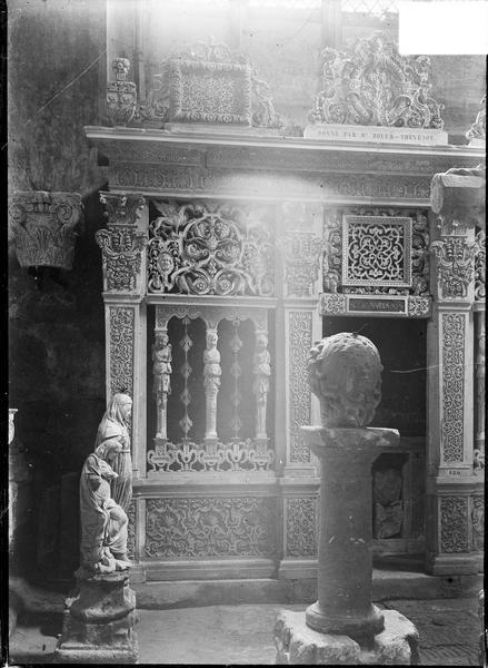 Intérieur : chapelle du dépôt lapidaire, clôture de chapelle