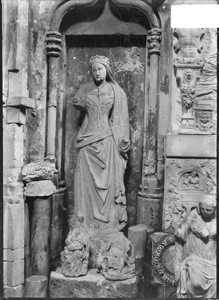 Intérieur : chapelle du dépôt lapidaire, sculpture