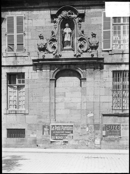 Niche avec statue de saint Laurent