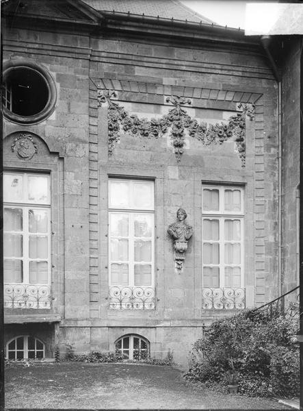 Partie de la façade avec oculus