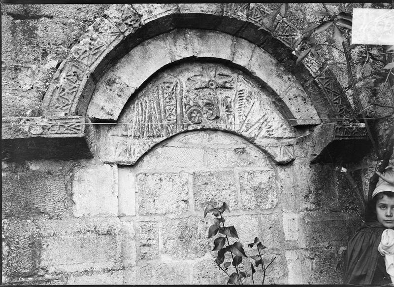 Linteau du portail du bas-côté sud, deuxième travée