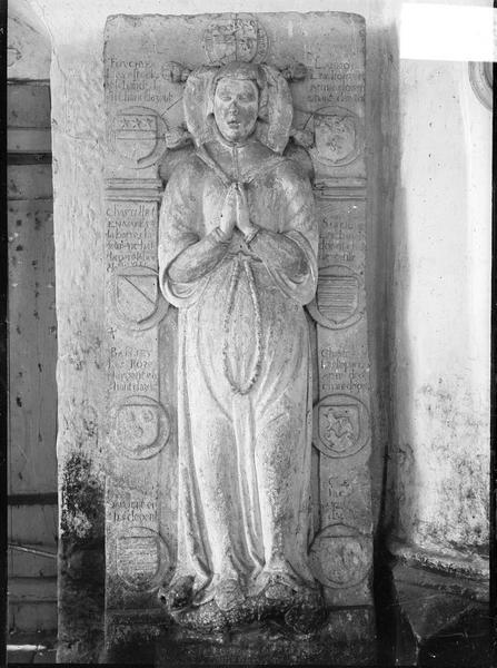 Dalle funéraire d'Antoinette de Fouchyer, épouse de Philibert de Choiseul, seigneur d'Aigremont