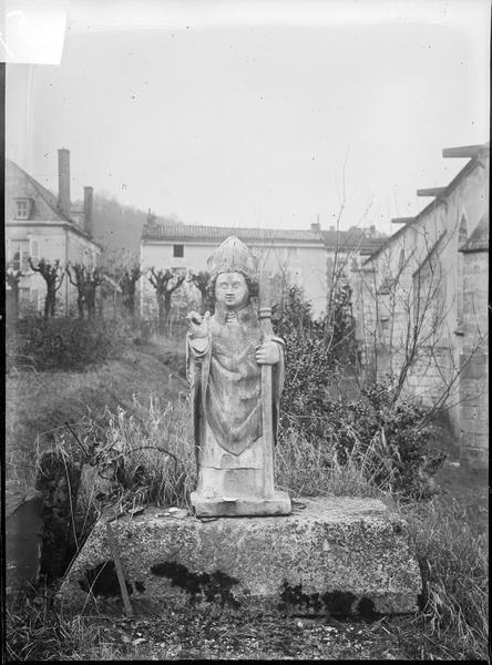 3 statues (statuette) : Evêque (Un), Diacre céroféraire (Un), Acolyte agenouillé (Un)