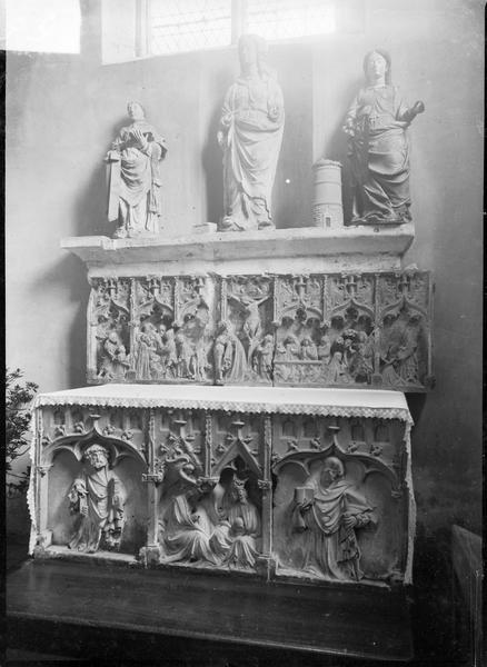 Autel, retable : le Couronnement de la Vierge, saint Pierre et saint Paul, Cinq scènes de la Passion, donateur et donatrice présentés par saint Jean-Baptiste et sainte Catherine