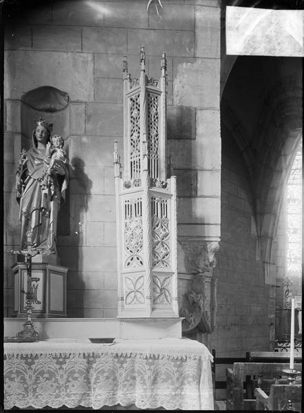 Intérieur : transept nord, autel avec statue de la Vierge