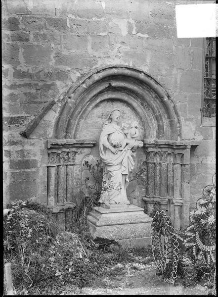 Niche avec statue de la Vierge à l'Enfant