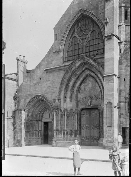 Façade ouest avec portails