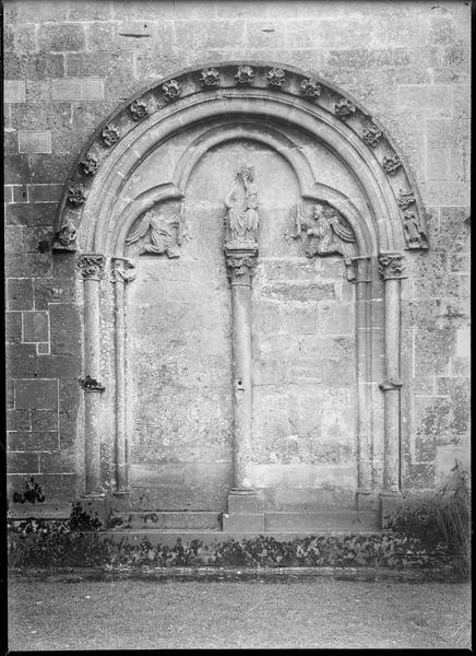 Porte murée extérieure de la troisième travée du bas-côté nord
