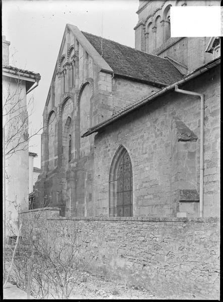 Transept sud, sacristie et base du clocher