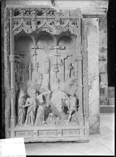 Bas-relief : le Crucifiement