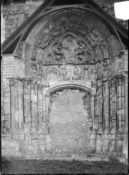 Façade nord, tympan du portail muré