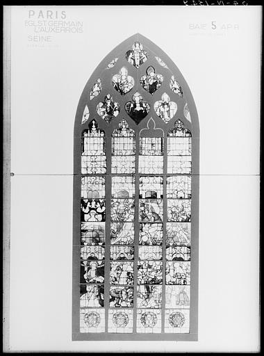 Verrières du transept gauche : Scènes de martyres, saint Pierre, sainte Anne, Vierge et une donatrice construction d'une église
