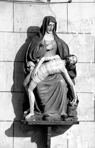 Groupe en bois peint : Vierge de Pitié