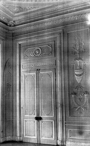 Grand salon : une porte