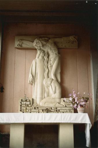 Retable : la Crucifixion, pierre, vers 1948 (autel latéral sud)
