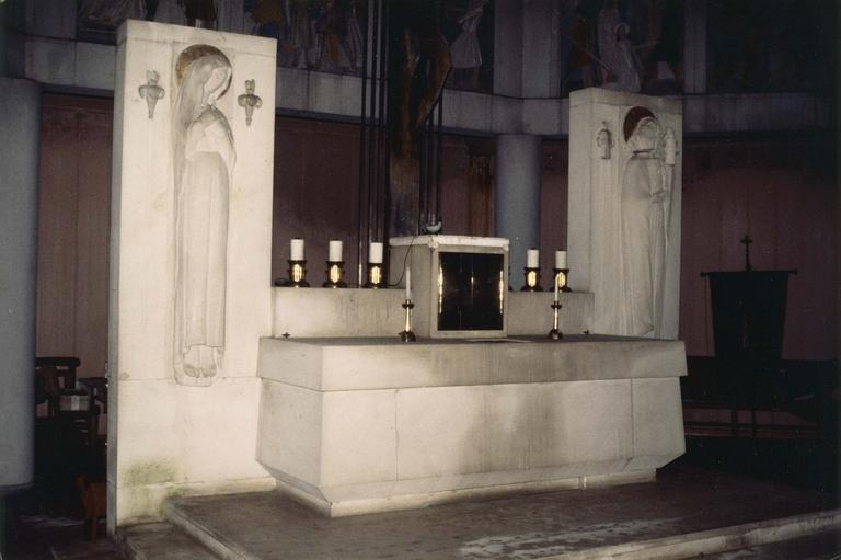 Ensemble du maître-autel : autel, tabernacle, calcaire et métail, vers 1939